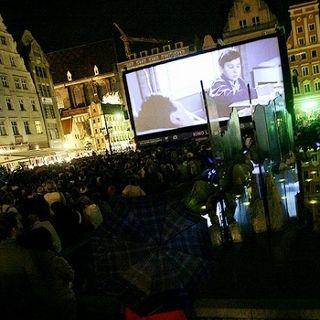 Kino plenerowe – pokazy na Rynku