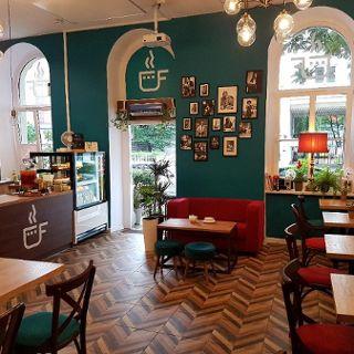 Kameralna kawiarnia filmowa