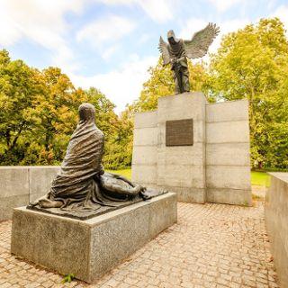 Monumento a las víctimas de Katyn