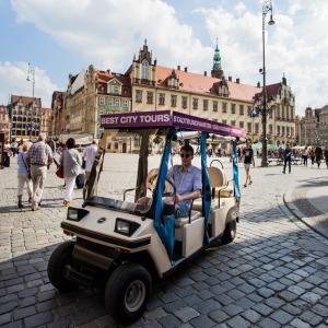 """BEST CITY TOURS – Besichtigung Wrocławs mit Elektroautos """"Melex"""""""
