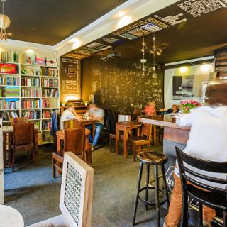 Cocofli – books art cafe wine bar