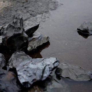 Kamienie, które płaczą. Instalacja Kariny Marusińskiej
