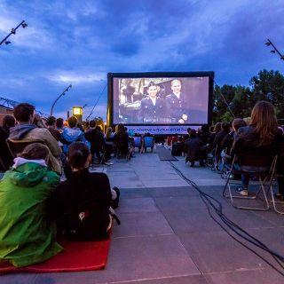 Letnie Kino w Centrum Historii Zajezdnia