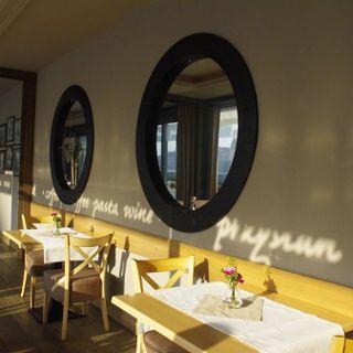 Atracadero Restauracja & Marina