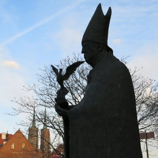 Cardinal Bolesław Kominek statue