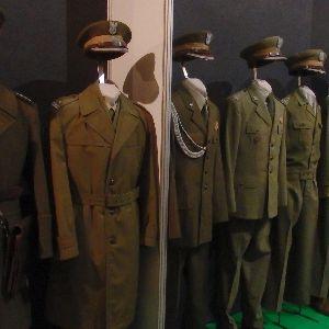 """Wystawa: """"Mundur Żołnierza Polskiego w okresie 1943-2010"""""""